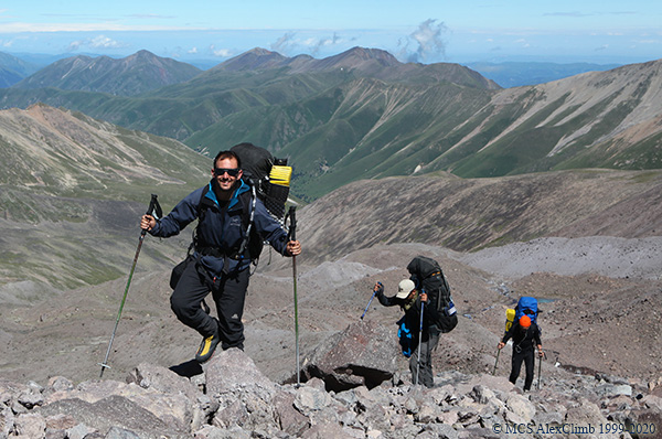 Trekking poles in mountaineering-1