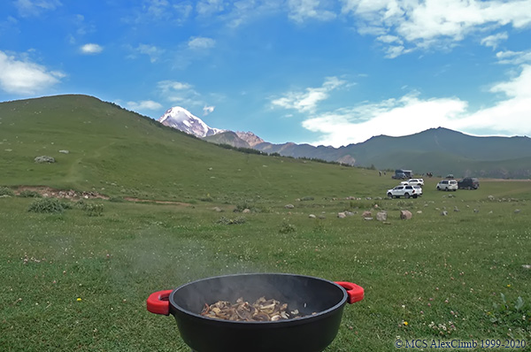 How to eat in the mountains?